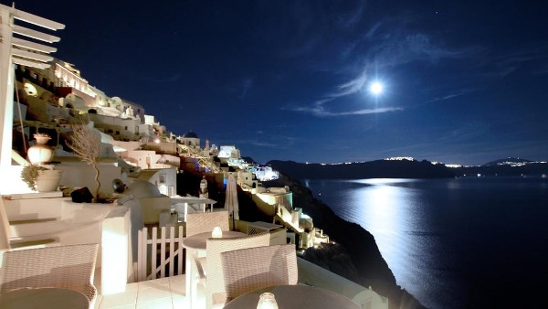 Santorini Suites in Oia - Residence Suites