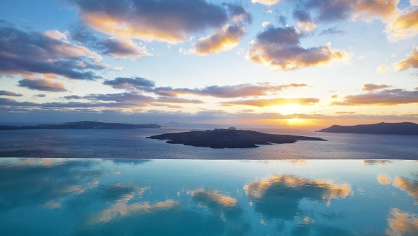 Santorini Luxury Hotels in Fira - Cosmopolitan Suites
