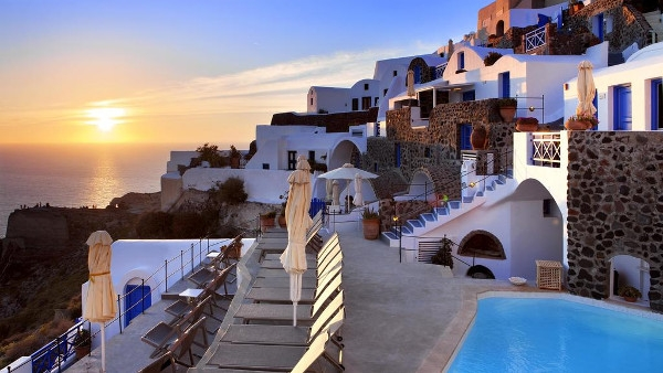 Santorini Hotels in Oia - Esperas Traditional Houses
